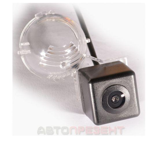 Штатная камера заднего вида IL Trade 1327, SUZUKI